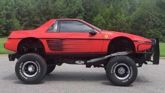Старенький Pontiac превратили в Ferrari (5 фото)