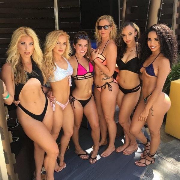 Девушки в бикини (34 фото)