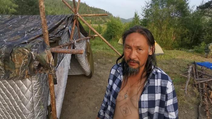 Задержан шаман, который идет в Москву «изгонять Путина» (3 фото)