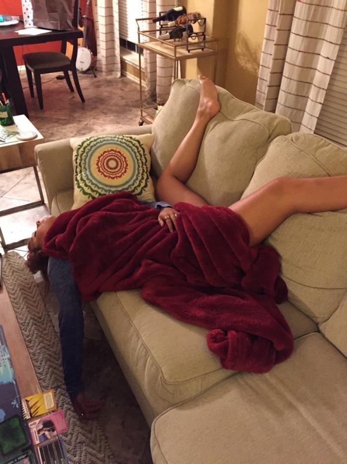 Герои этих фото знают, как уснуть эффектно (17 фото)