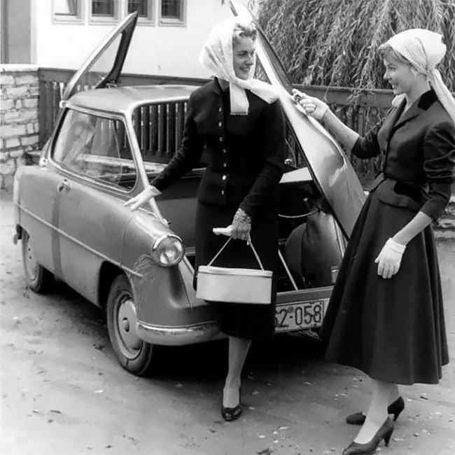 Автомобиль без дверей с выходом через багажник и капот (14 фото)