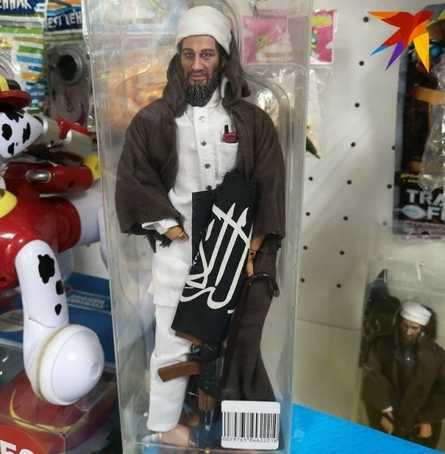 В одном из детских магазинов нашли игрушечного террориста (2 фото)