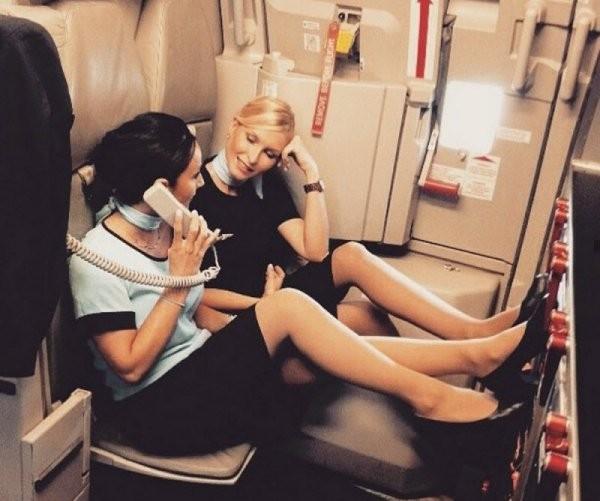 Девушки, которым скучно на работе (21 фото)