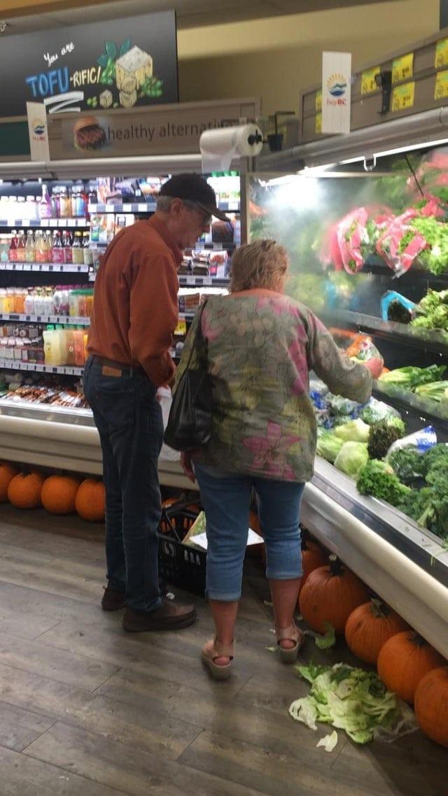 Покупатели, которым не помешало бы поучиться хорошим манерам (14 фото)