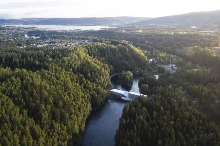 В Осло открылся необычный витой мост (8 фото)