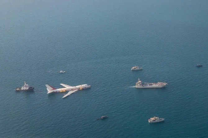 В Бахрейне открылся тематический парк внутри самолета Boeing (10 фото)