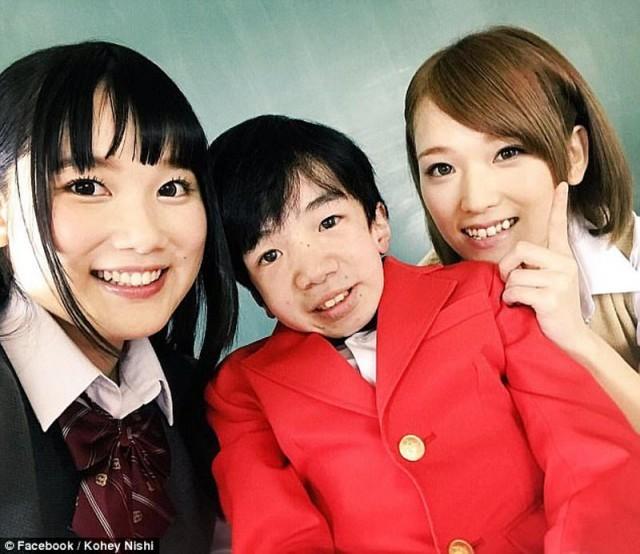 24-летний японский программист похожий на ребёнка стал звездой (6 фото)