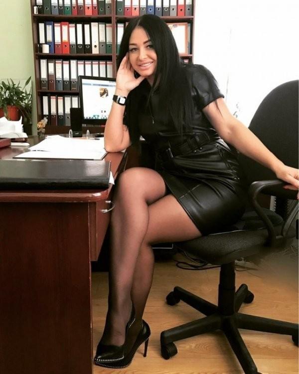 Офисные девушки (25 фото)