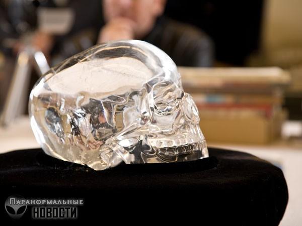 История самого таинственного хрустального черепа (4 фото)