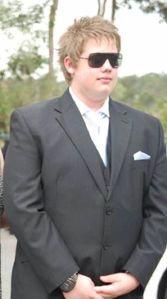 Над парнем смеялись из-за его веса, но он изменился (9 фото)