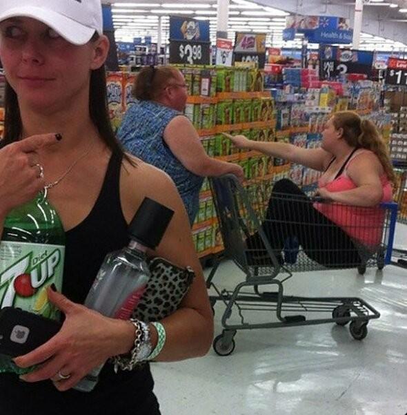 Странные люди, которых вы можете встретить в магазинах (23 фото)