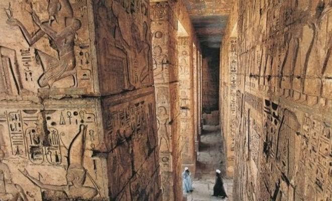 Археологи спустились в скрытую комнату в пирамиде Хеопса (2 фото)