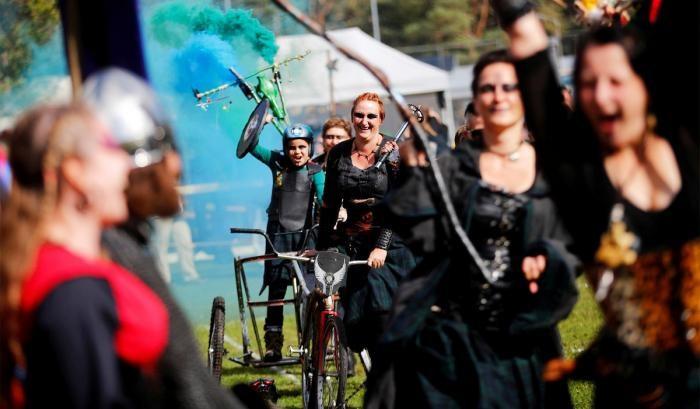 В Германии прошел рыцарский турнир на велосипедах (30 фото)