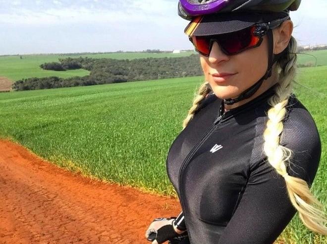 Красивые и спортивные велосипедистки (20 фото)