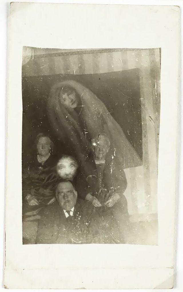 Мрачный фотошоп 1920-х годов: призрачные кадры Уильяма Хоупа (14 фото)