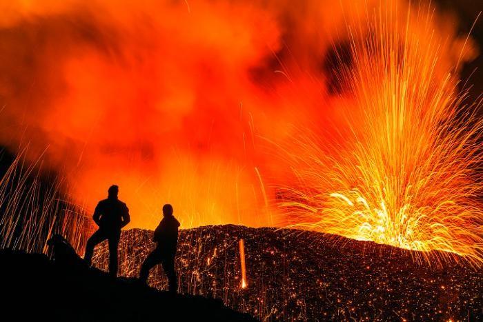 Вулкан Питон-де-ла-Фурнез во Франции: настоящие врата ада (11 фото)