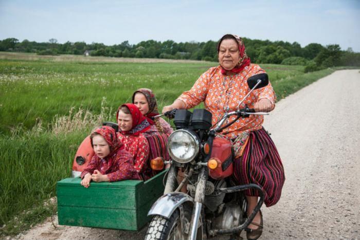 Эстонский остров Кихну, где живут одни женщины (6 фото)