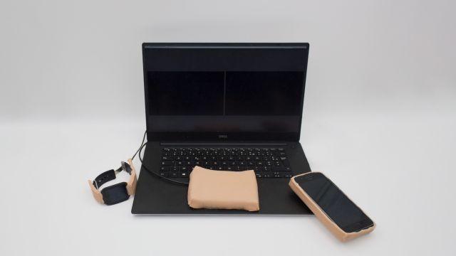Интерактивный чехол для телефона не для слабонервных (2 фото)