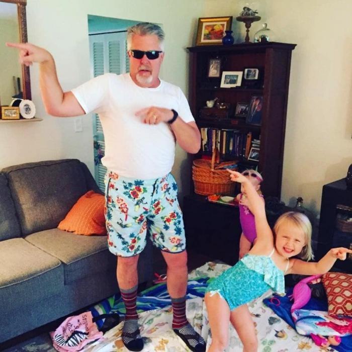 Юморные отцы, которые знают толк в костюмах (20 фото)