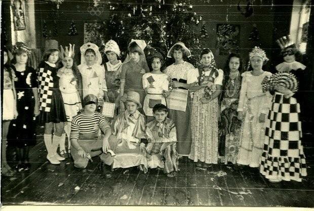"""Хэллоуин """"отдыхает"""": наряды советских детей на Новый год (19 фото)"""