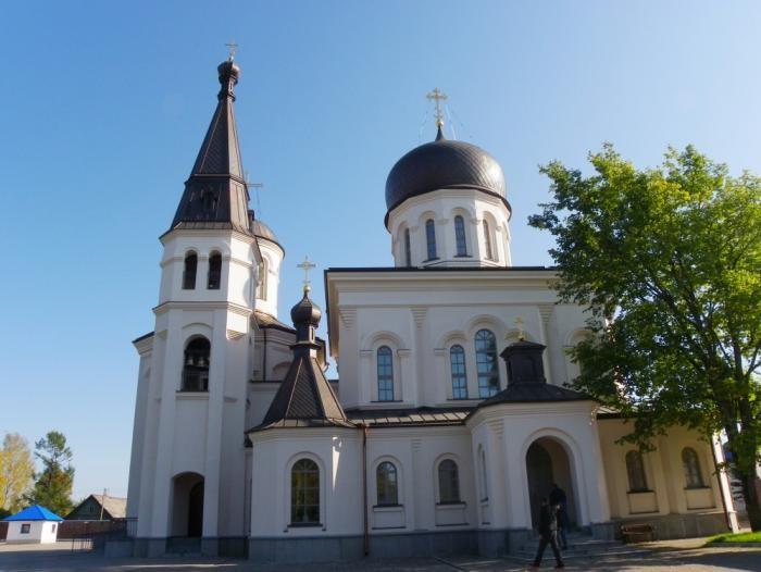 В женском монастыре украли драгоценностей на 3 милл рублей (2 фото)