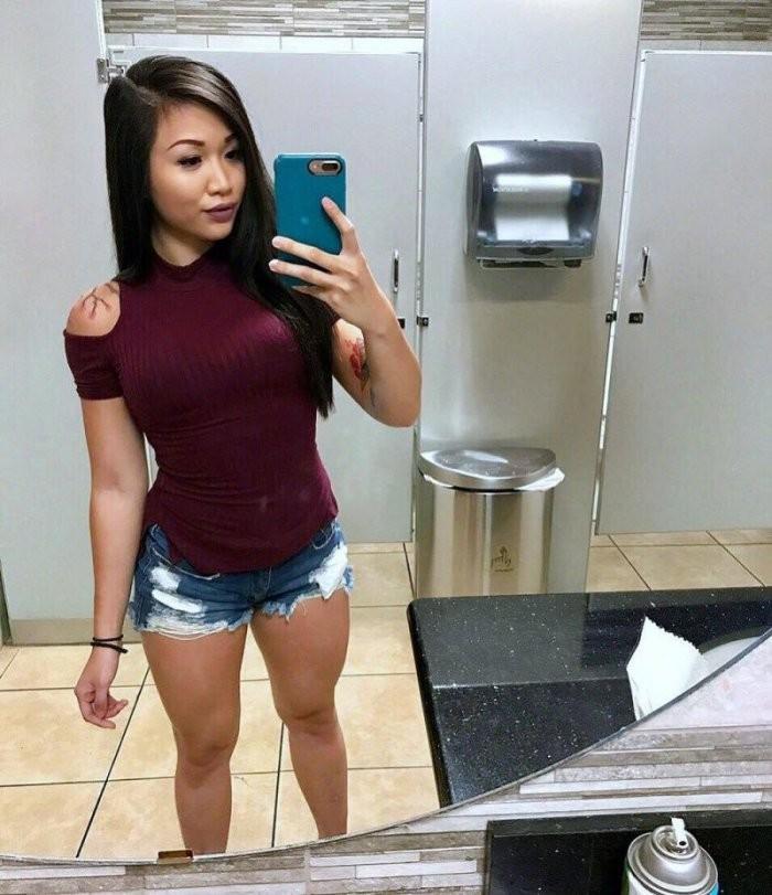 Девушки в шортиках (24 фото)