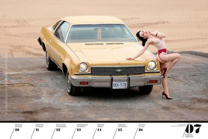 Календарь с красивыми девушками и ретро-автомобилями (20 фото)