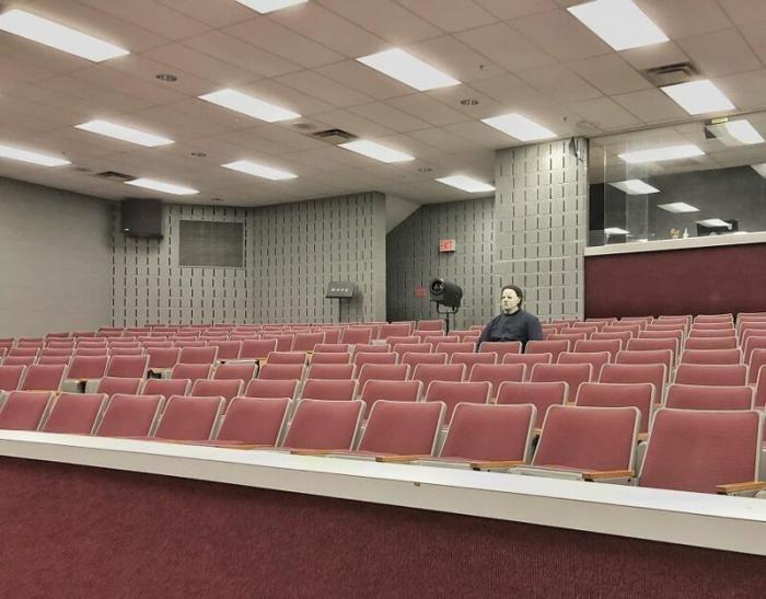 Учитель в США переоделся в Майкла Майерса, пришел в школу (30 фото)