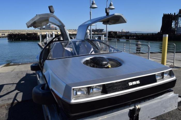 DeLorean DMC-12 из фильма на воздушной подушке (24 фото)