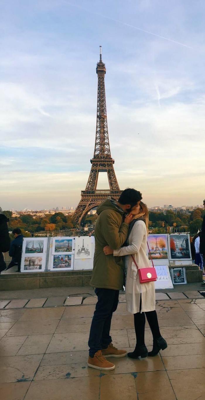 Эта девушка просит незнакомцев поцеловать себя на улице (7 фото)