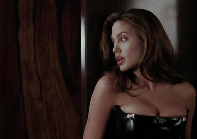 Джоли могла погибнуть на съемочной площадке из-за бомбы (3 фото)