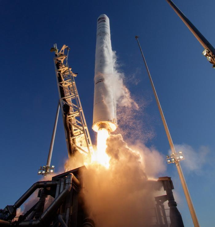 Старт американской ракеты Antares (15 фото)