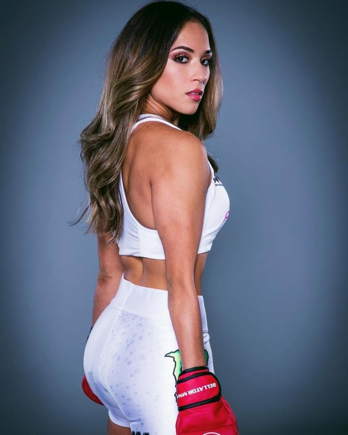 Красотка Валери Лоуреда возвращается в MMA (20 фото)
