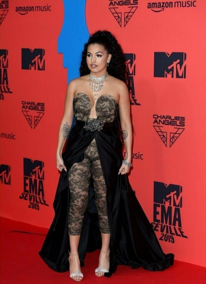 Странные и позорные наряды знаменитостей на MTV EMA 2019 (18 фото)