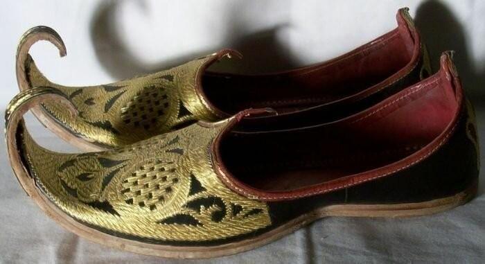 Зачем на Востоке носили обувь с загнутыми концами  (4 фото)