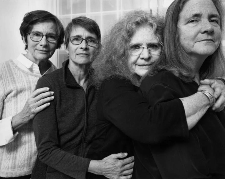 Скоротечность жизни: фотограф ежегодно снимал четырех сестер и показал, как они изменились за 40 лет (10 фото)