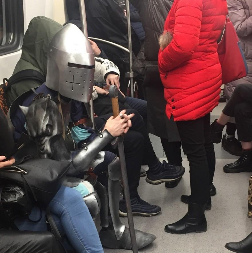 Модники и чудаки из метрополитена (29 фото)