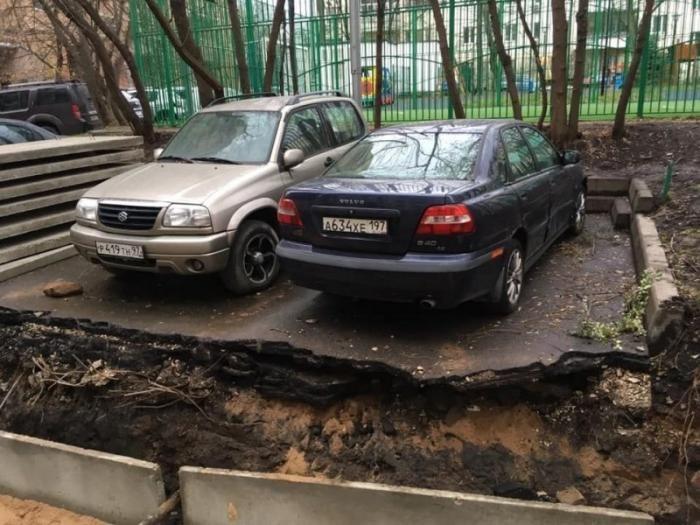 В Москве коммунальщики сделали противоугонную систему для водителей (3 фото)
