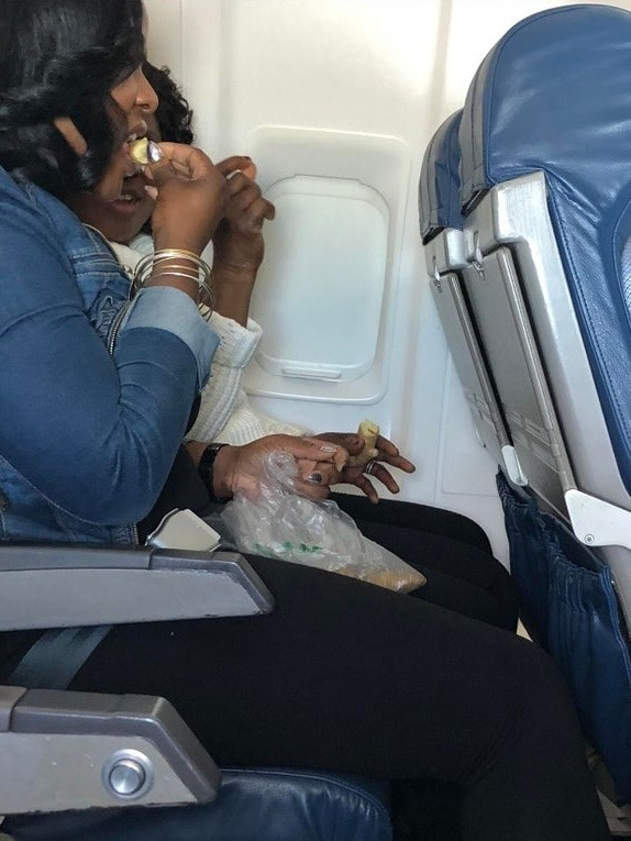 Попасть в один самолет с такими пассажирами - это настоящее наказание (15 фото)