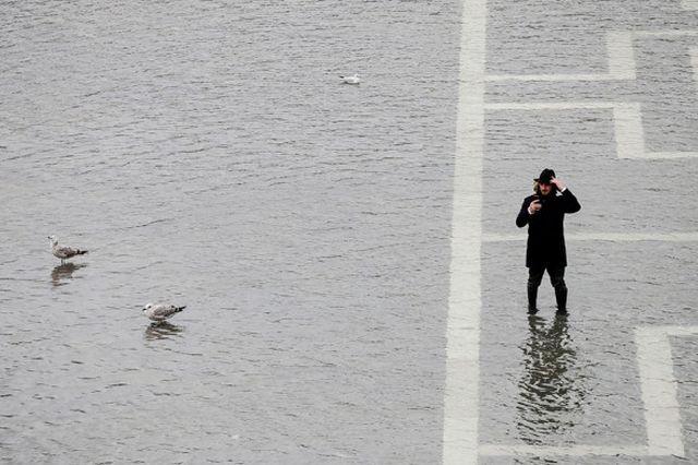 Венеция уходит под воду: затоплено более 80% города (16 фото)