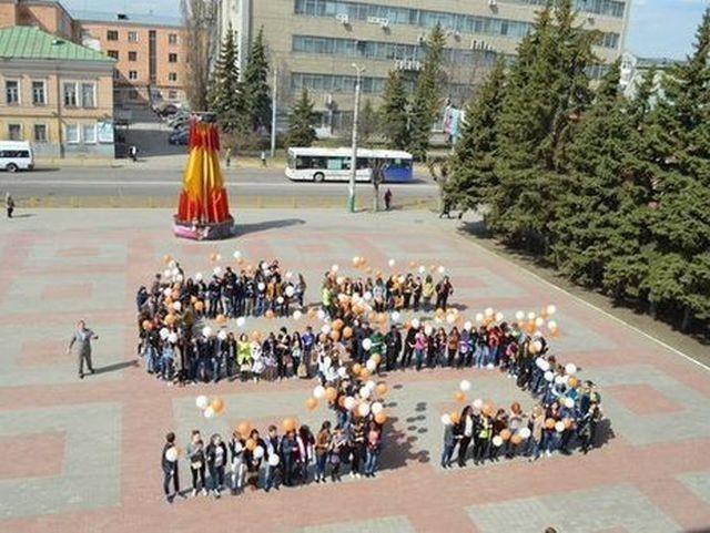 В Кемеровской области прошел флешмоб в честь Дня космонавтики (2 фото)
