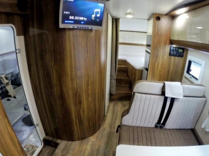 Очень дорогой и комфортный дом на колесах на базе «Урал Next» (9 фото