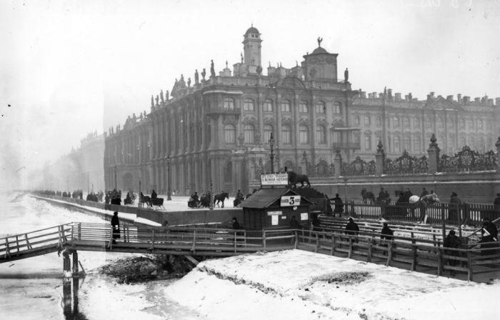 Ледовые трамваи, которые ходили по Неве (9 фото)