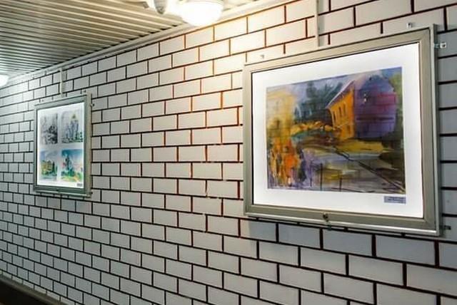 В подземном переходе организовали выставку картин (5 фото)