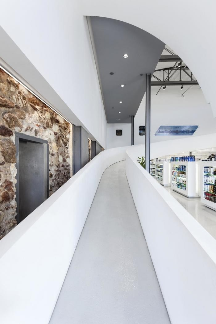 Необычный дизайн аптеки в Греции (20 фото)