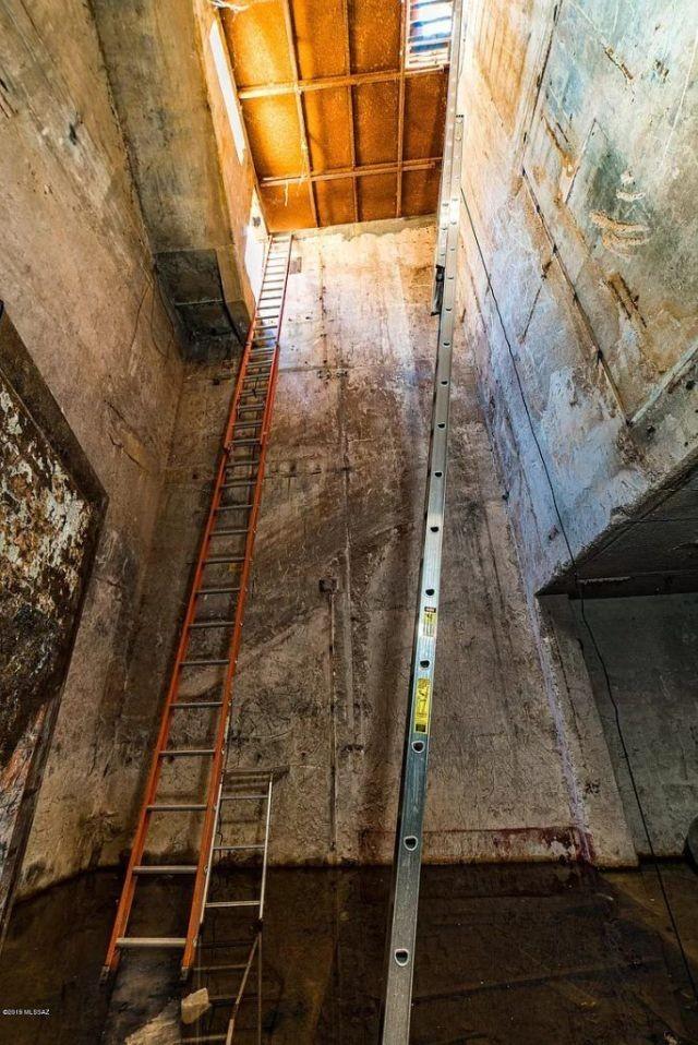 В США выставили на продажу подземный бункер со старой шахтой (10 фото)
