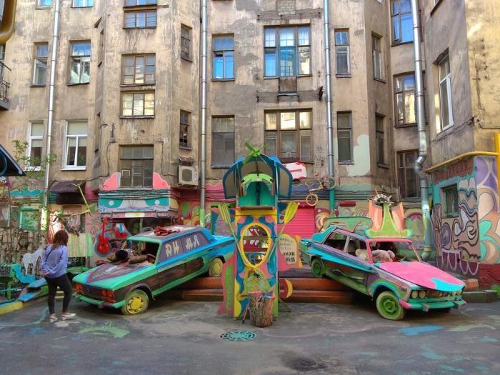 В Петербурге разрушают «самый удивительный и позитивный двор» (4 фото)