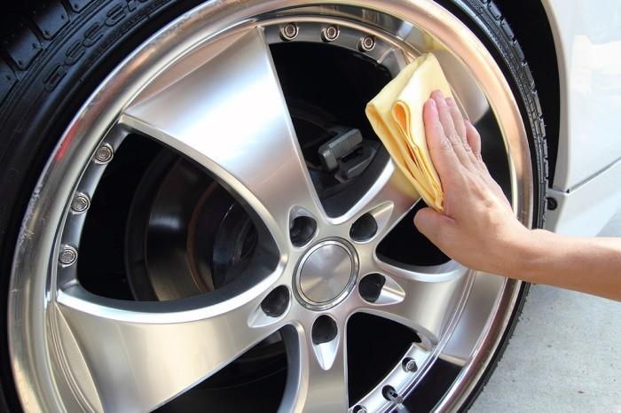 Черный налет на колесных дисках: как справиться с проблемой?(6 фото)