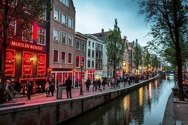 Квартал красных фонарей в Амстердаме может исчезнуть (2 фото)