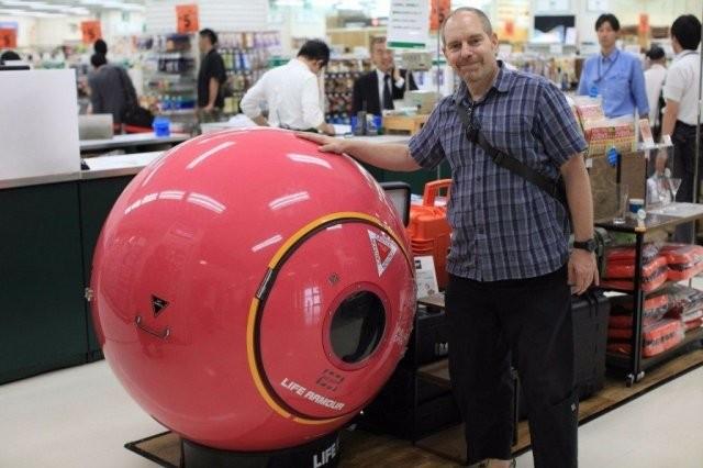 В японском маркете продаются вещи которые спасут от цунами (3 фото)